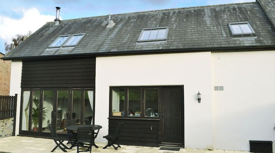 A beautiful conversion of a 400-year-old threshing barn. Pet-friendly.-1 of 9 photos