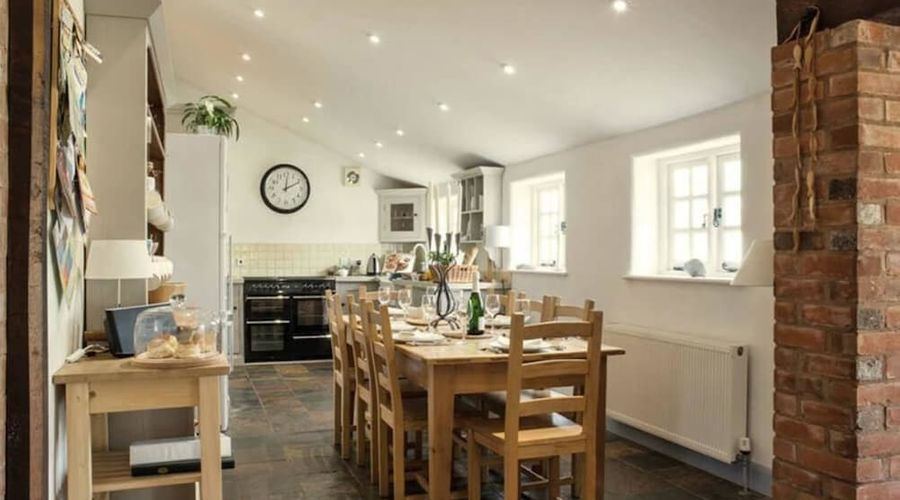 Superb detached Grade II conversion of an original Apple Mill with hot tub & FREE membership to nearby Leisure Club-10 of 22 photos