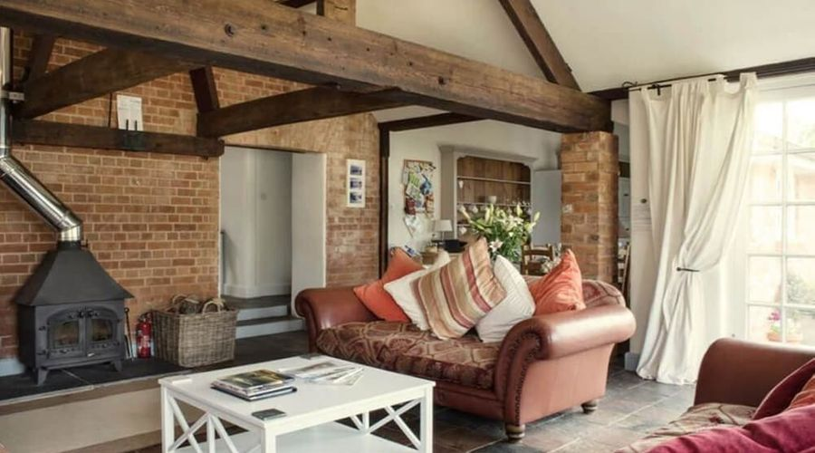 Superb detached Grade II conversion of an original Apple Mill with hot tub & FREE membership to nearby Leisure Club-12 of 22 photos