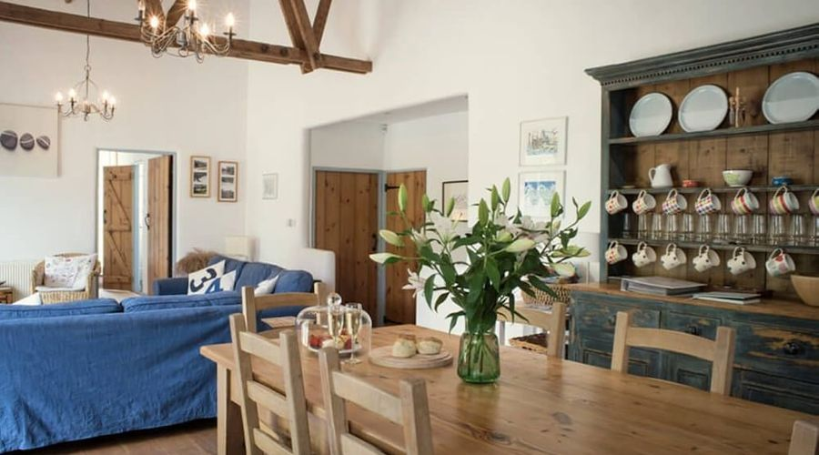 Superb detached Grade II listed barn conversion with hot tub & FREE membership to nearby Leisure Club-8 of 20 photos