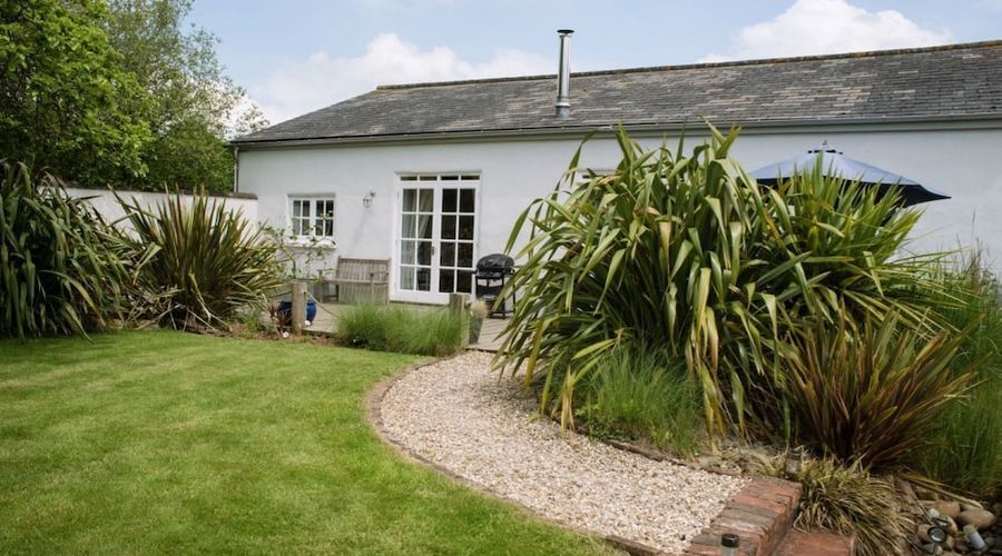 Superb detached Grade II listed barn conversion with hot tub & FREE membership to nearby Leisure Club-20 of 20 photos