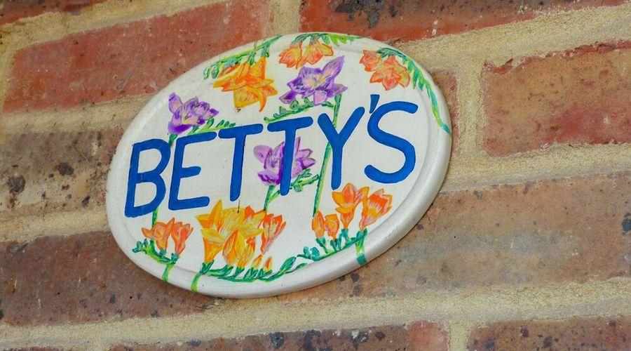 Betty's-27 of 37 photos
