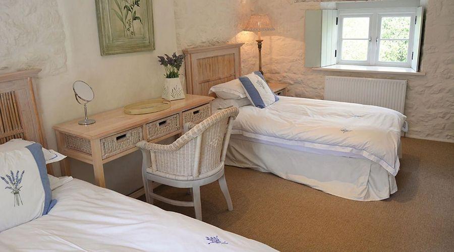 Luxury 5-star farmhouse near the Cornish coast on the Bonython Estate, Lizard Peninsula-10 of 26 photos
