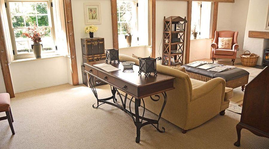Luxury 5-star farmhouse near the Cornish coast on the Bonython Estate, Lizard Peninsula-14 of 26 photos