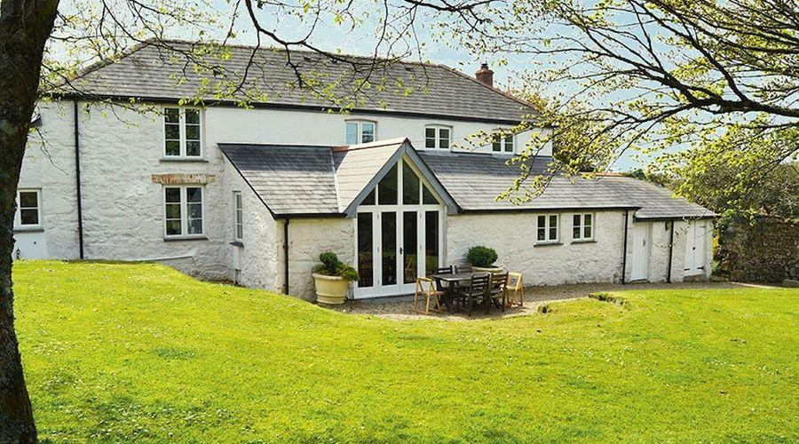 Luxury 5-star farmhouse near the Cornish coast on the Bonython Estate, Lizard Peninsula-1 of 26 photos