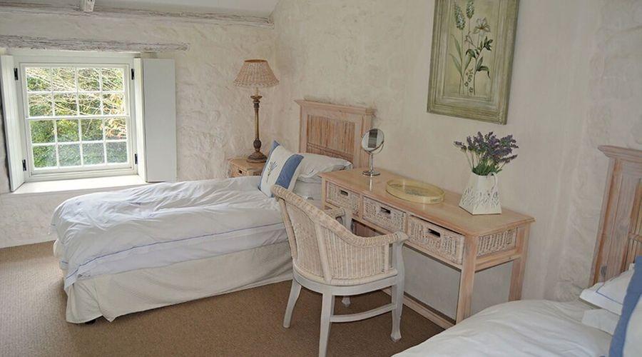 Luxury 5-star farmhouse near the Cornish coast on the Bonython Estate, Lizard Peninsula-5 of 26 photos