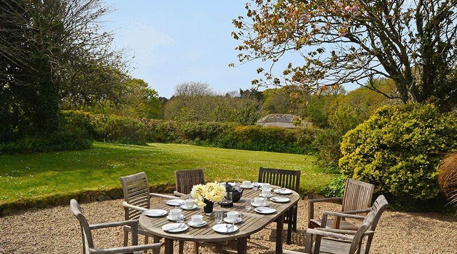 Luxury 5-star farmhouse near the Cornish coast on the Bonython Estate, Lizard Peninsula-24 of 26 photos
