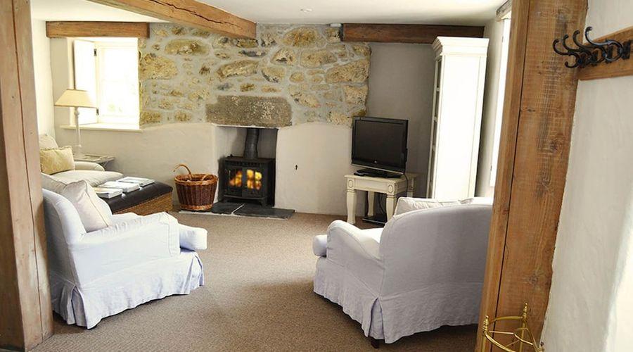 Luxury 5-star farmhouse near the Cornish coast on the Bonython Estate, Lizard Peninsula-15 of 26 photos