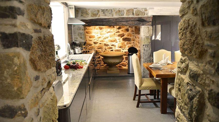 Luxury 5-star farmhouse near the Cornish coast on the Bonython Estate, Lizard Peninsula-11 of 26 photos