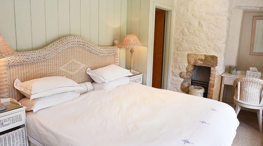 Luxury 5-star farmhouse near the Cornish coast on the Bonython Estate, Lizard Peninsula-9 of 26 photos
