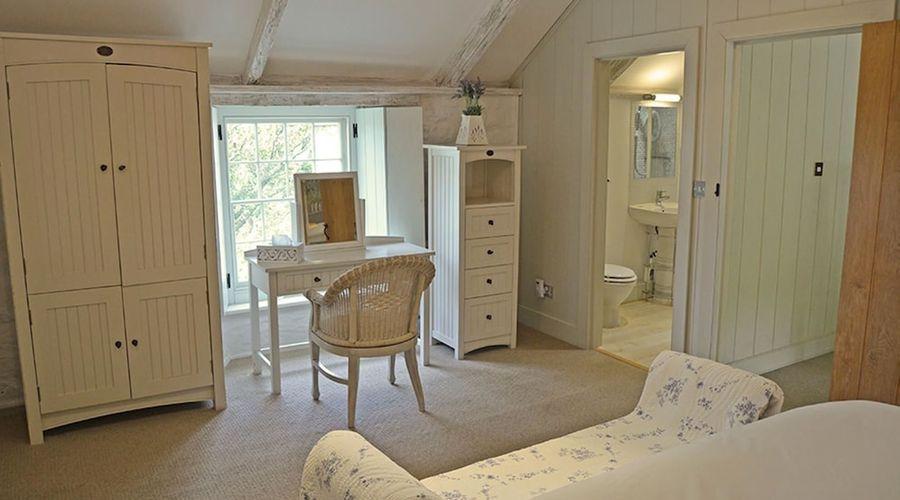 Luxury 5-star farmhouse near the Cornish coast on the Bonython Estate, Lizard Peninsula-3 of 26 photos