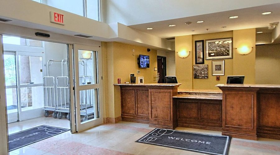 Country Inn & Suites by Radisson, Dearborn, MI-2 of 52 photos
