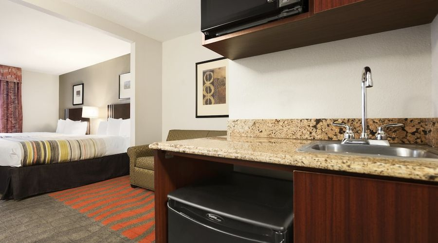 Country Inn & Suites by Radisson, Dearborn, MI-11 of 52 photos