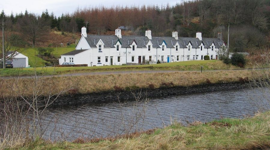 Crinan Canal Cottage-1 of 30 photos