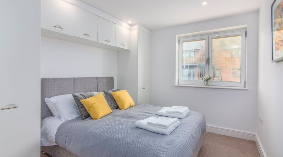 Executive Stansted Airport Apartment-6 of 17 photos
