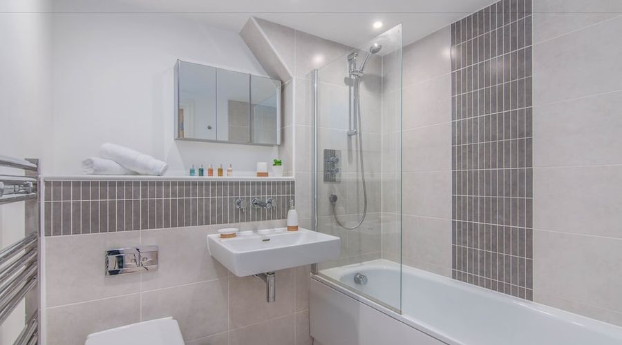 Executive Stansted Airport Apartment-10 of 17 photos