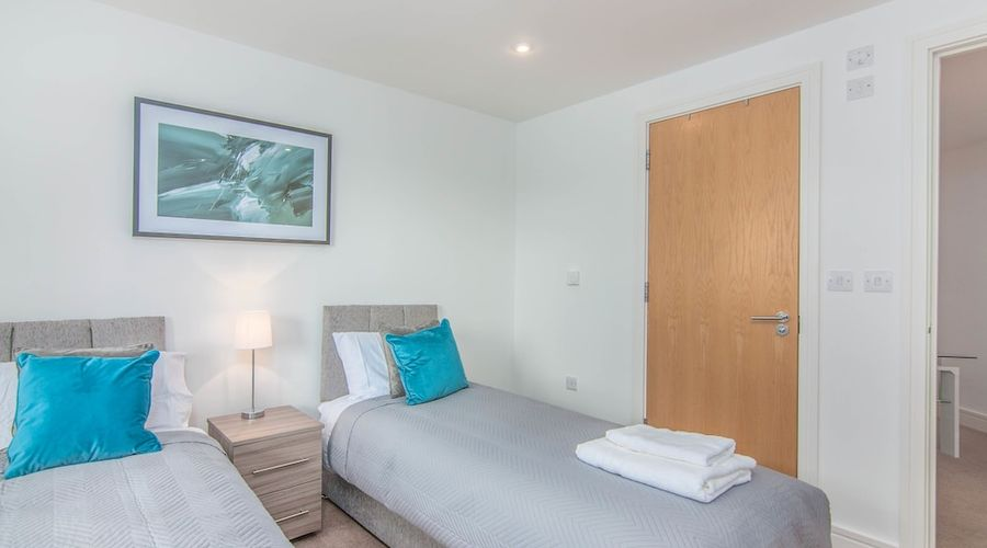 Executive Stansted Airport Apartment-4 of 17 photos