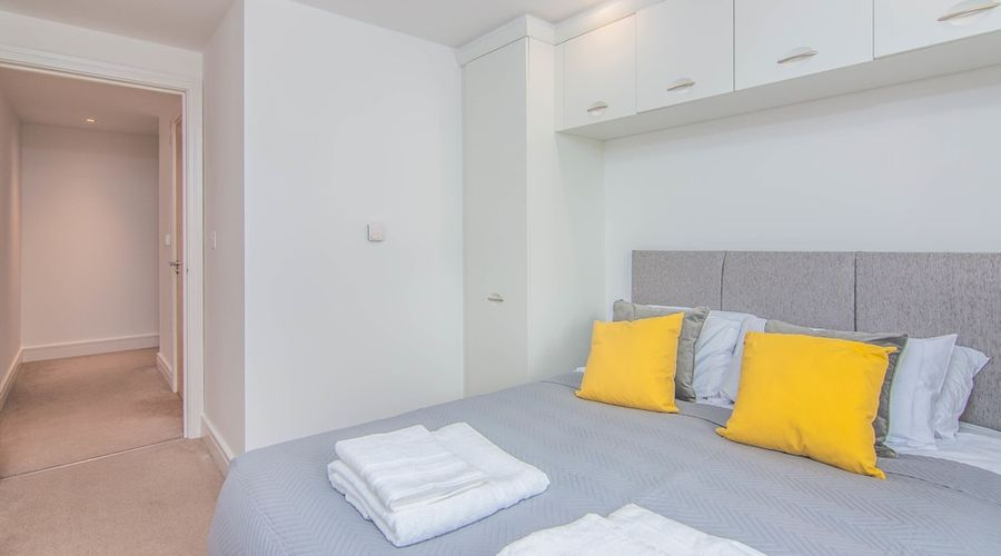 Executive Stansted Airport Apartment-5 of 17 photos