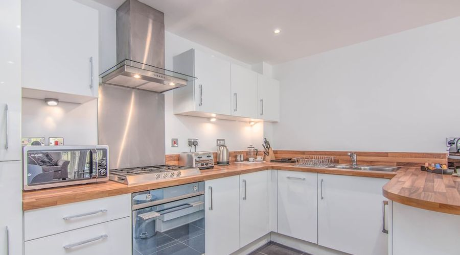 Executive Stansted Airport Apartment-7 of 17 photos