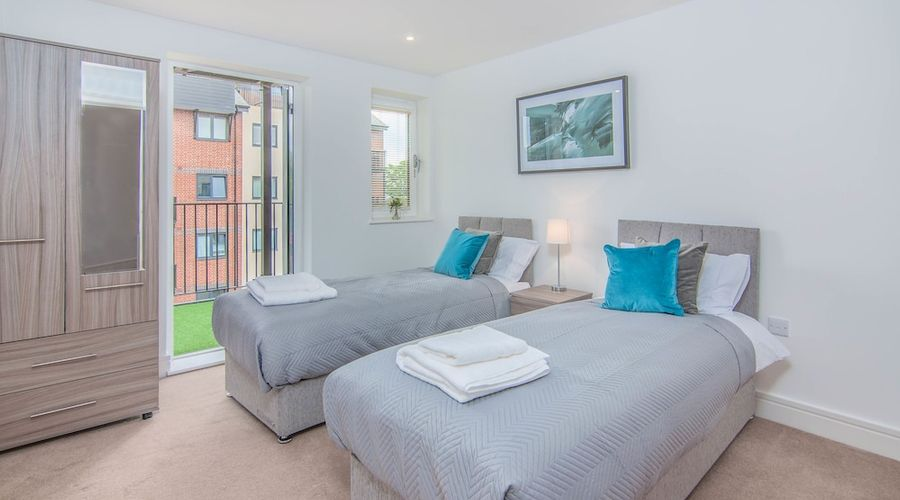 Executive Stansted Airport Apartment-16 of 17 photos
