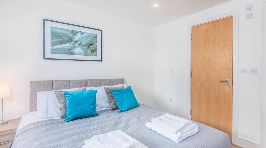 Executive Stansted Airport Apartment-3 of 17 photos