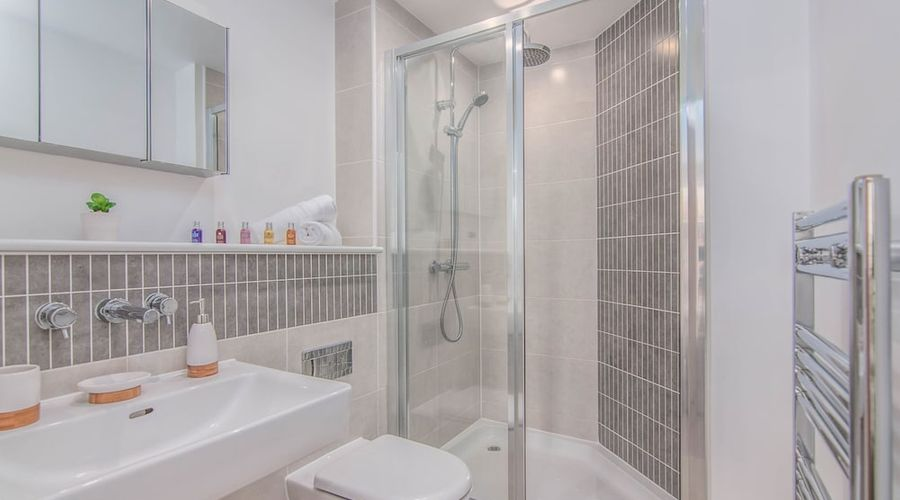 Executive Stansted Airport Apartment-9 of 17 photos