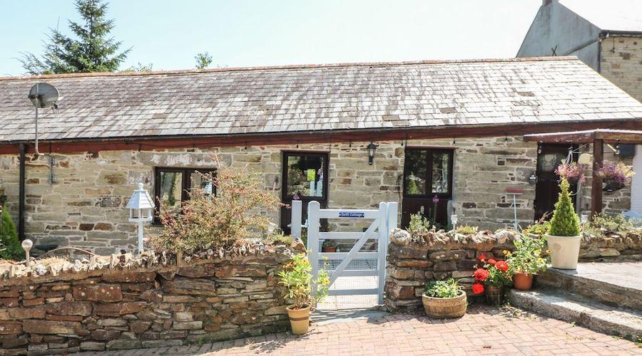 Swift Cottage-18 of 20 photos