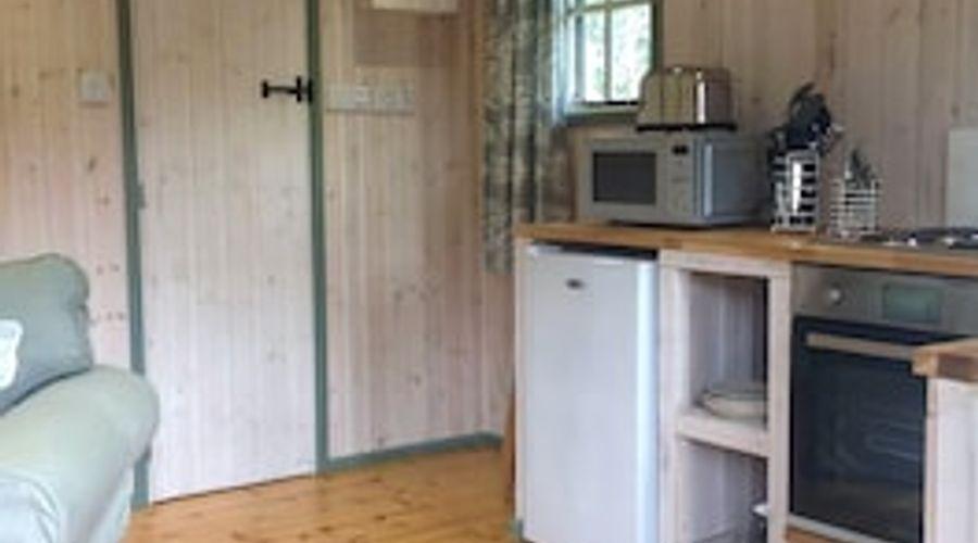 Lakeside Cabin-3 of 9 photos