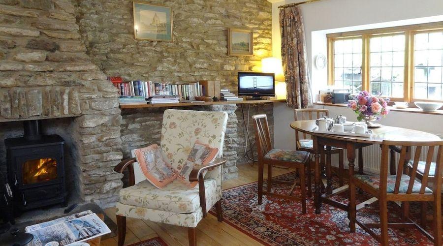 Quiet Corner Cottage-6 of 17 photos