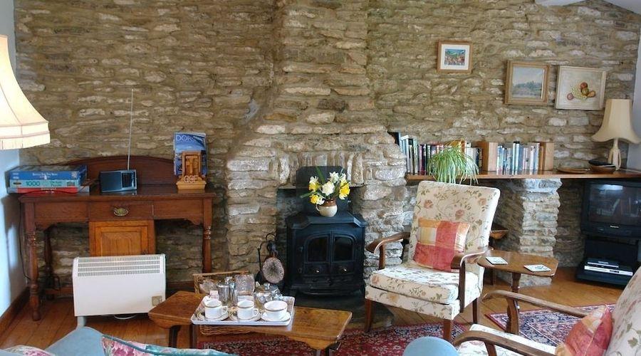 Quiet Corner Cottage-8 of 17 photos