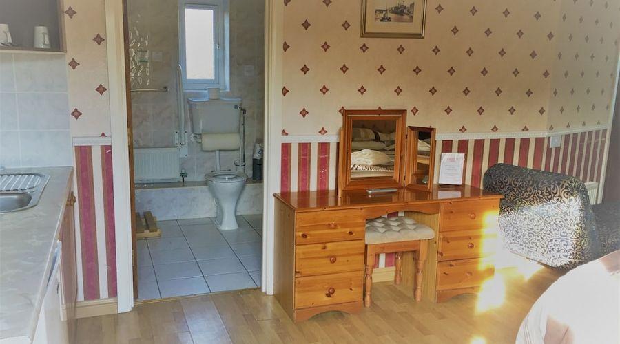 Halfway House Inn Country Lodge-4 of 47 photos