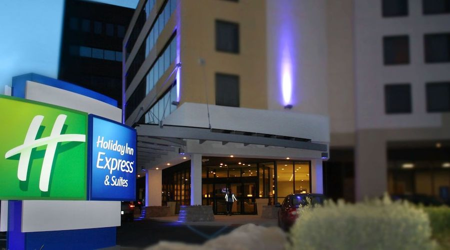 Holiday Inn Express and Suites Stamford-1 of 24 photos