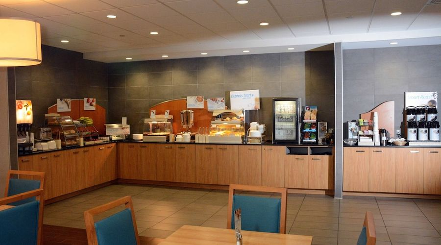 Holiday Inn Express and Suites Stamford-3 of 24 photos
