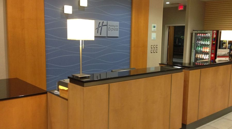 Holiday Inn Express and Suites Stamford-2 of 24 photos