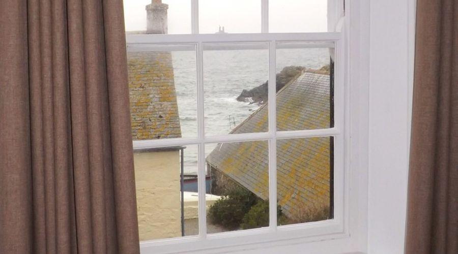 Cadgwith Cove Inn-6 of 17 photos