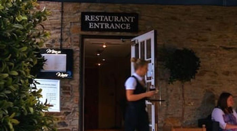 The Britannia Inn & Waves Restaurant-14 of 18 photos