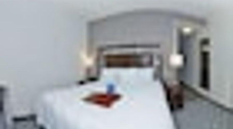 Hampton Inn & Suites Greensboro/Coliseum Area-11 of 36 photos