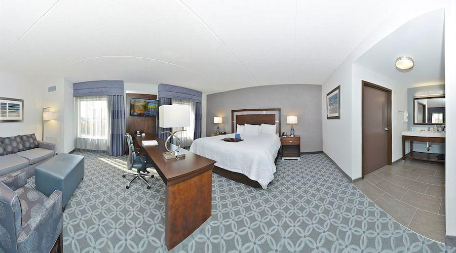Hampton Inn & Suites Greensboro/Coliseum Area-17 of 36 photos