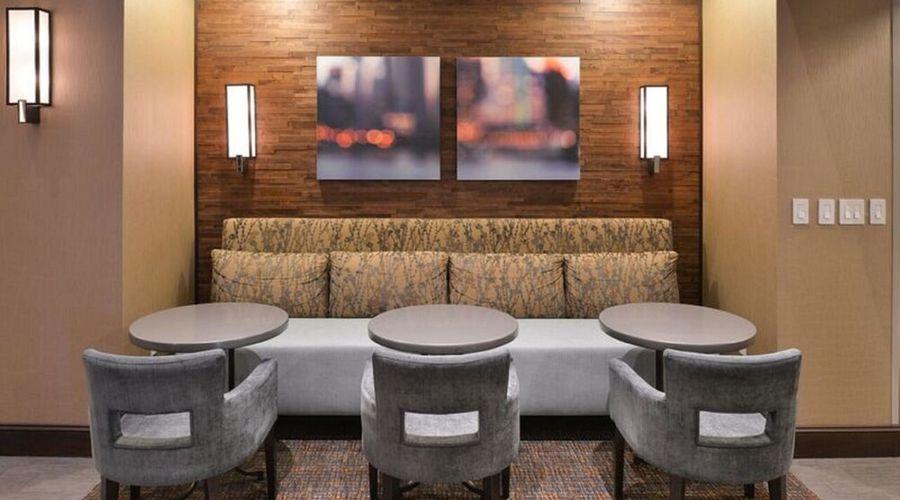 Hampton Inn & Suites Greensboro/Coliseum Area-7 of 36 photos