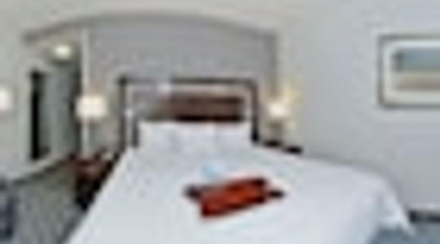 Hampton Inn & Suites Greensboro/Coliseum Area-12 of 36 photos