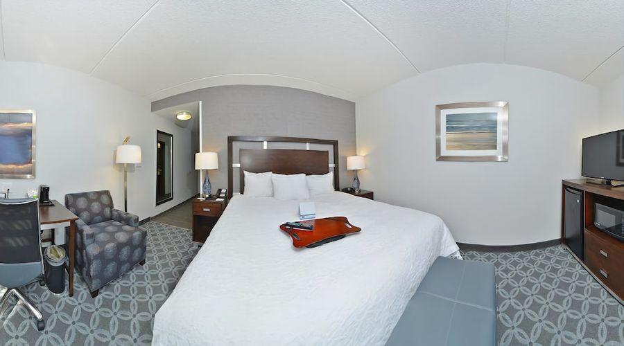 Hampton Inn & Suites Greensboro/Coliseum Area-16 of 36 photos