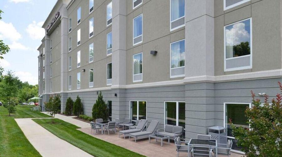 Hampton Inn & Suites Greensboro/Coliseum Area-1 of 36 photos