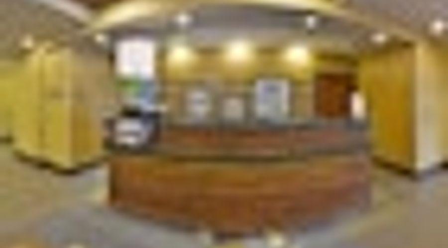Hampton Inn & Suites Greensboro/Coliseum Area-2 of 36 photos