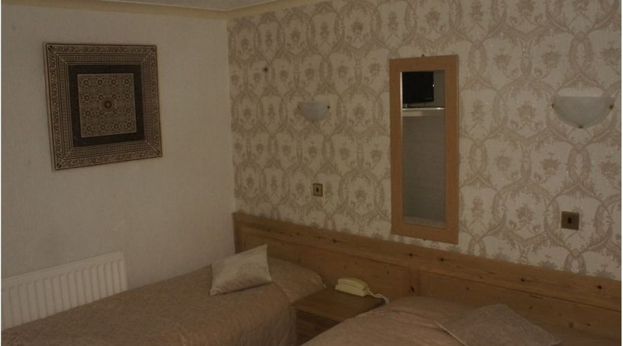 Plas Isa Hotel-11 of 40 photos