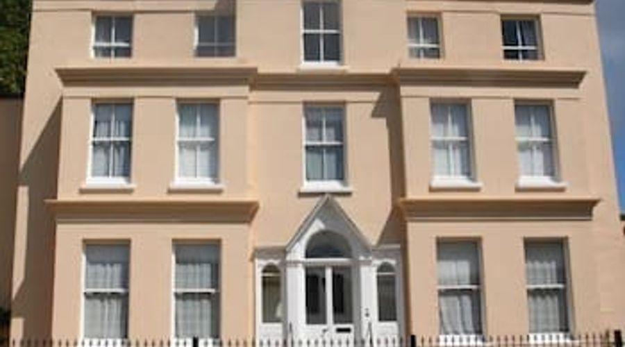 Manor House, Felpham Serviced Apartments-1 of 44 photos