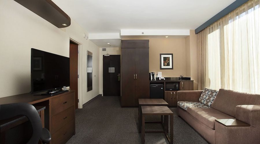 Courtyard by Marriott Montreal Downtown-5 of 28 photos