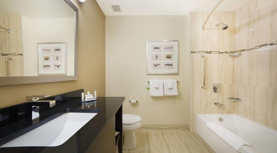 Courtyard by Marriott Montreal Downtown-3 of 28 photos