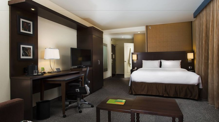 Courtyard by Marriott Montreal Downtown-9 of 28 photos