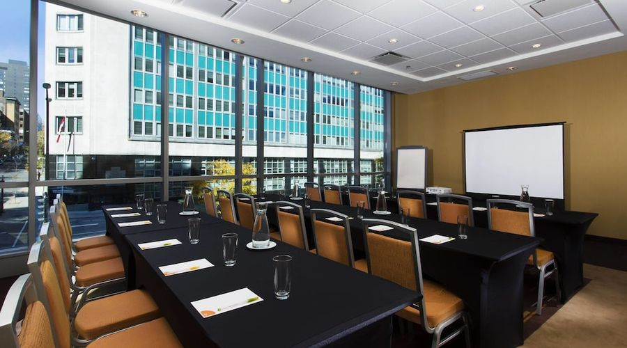 Courtyard by Marriott Montreal Downtown-23 of 28 photos