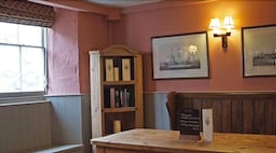 The Royal Oak Inn-14 of 29 photos